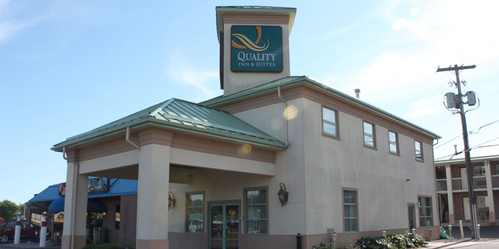 Quality Inn & Suites By Choice Hotels front entrance outside view